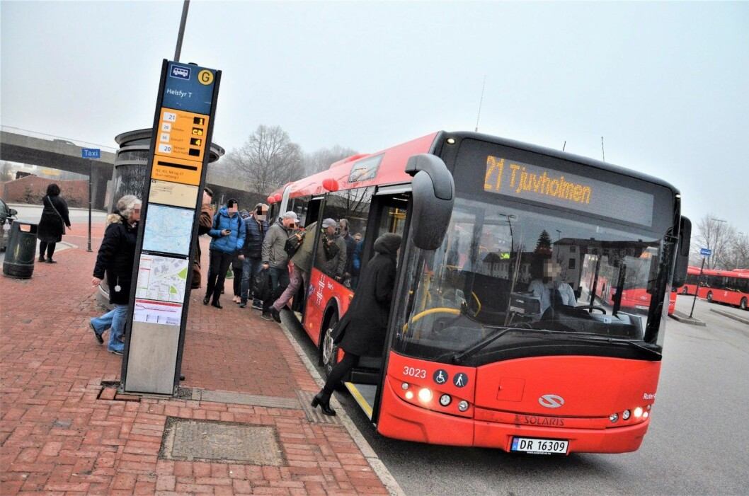 – Sett deg ned og hold kjeft, hylte bussjåføren. Illustrasjonsfoto: Unibuss