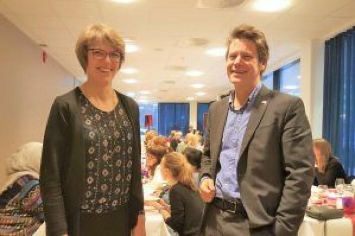 TINEs konsernsjef Hanne Refsholt og Røde Kors' generalsekretær Bernt G Apeland var begge tilstede i Lakkegata 23 i går. Foto: Tarjei Kidd Olsen