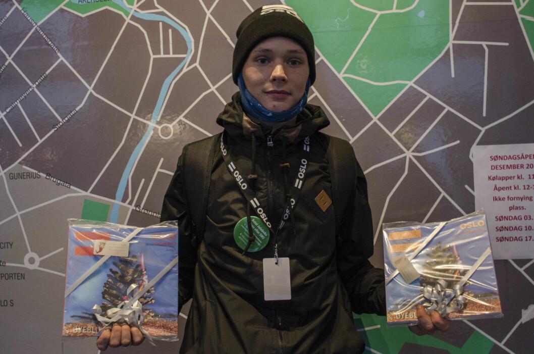 Kevin Heffermehl er en av de driftige selgerne av Erlik Oslo-boka. Foto: Morten Lauveng Jørgensen
