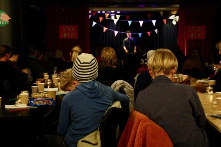 Bård Watn underholdte under opptellingen av stemmer. Foto: Eli van der Eynden