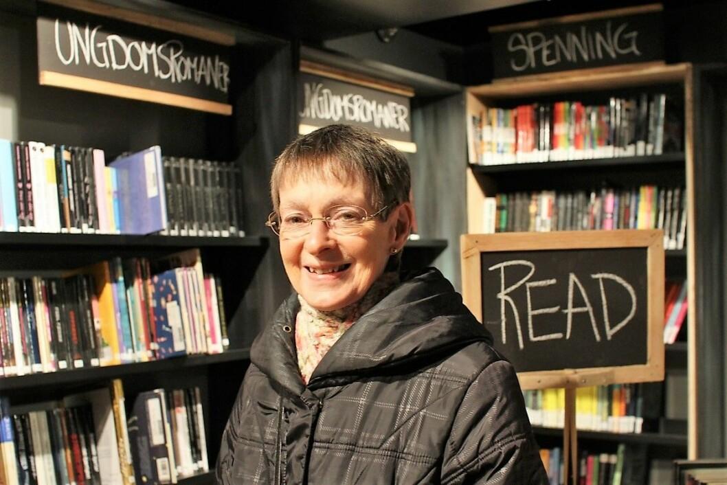 Lone Koch setter stor pris på biblioteket på Tøyen. Foto: Frank Michaelsen