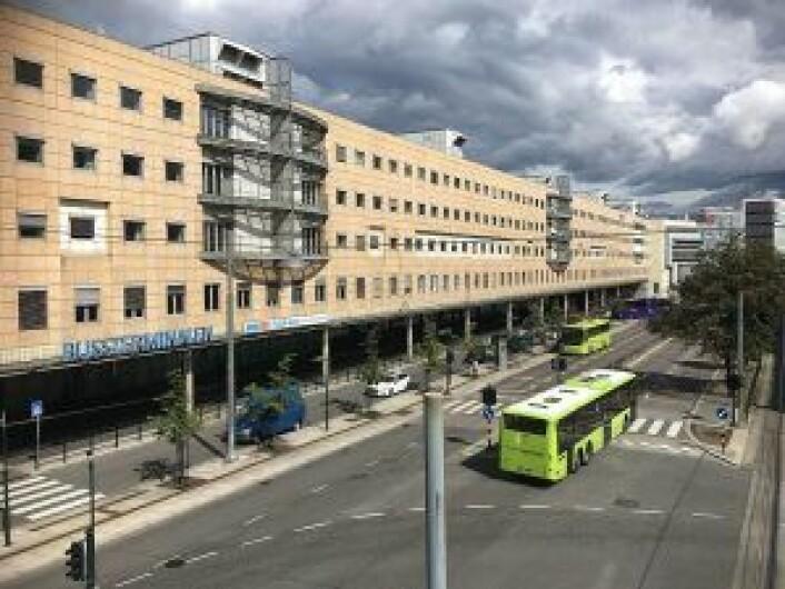 Dagens monstermur - vi mener Oslo bussterminal. Foto: Bjoertvedt