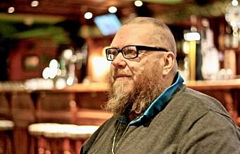 Tom (55) gikk fra å være uteligger til å bli quiz-master