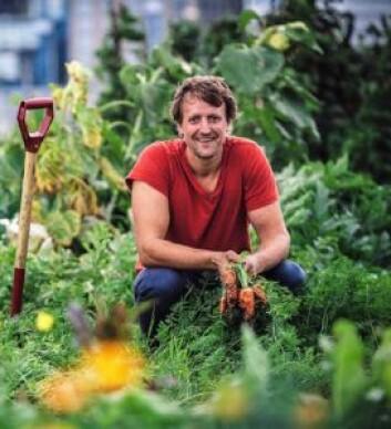 Bybonde Andreas Capjon kan i framtiden få kommunen som arbeidsgiver. Foto: Lene Neverdal