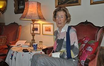 Karin (85) skled og brakk skulder og arm på fortauet, der snø hadde lagt seg over is som ikke var fjernet