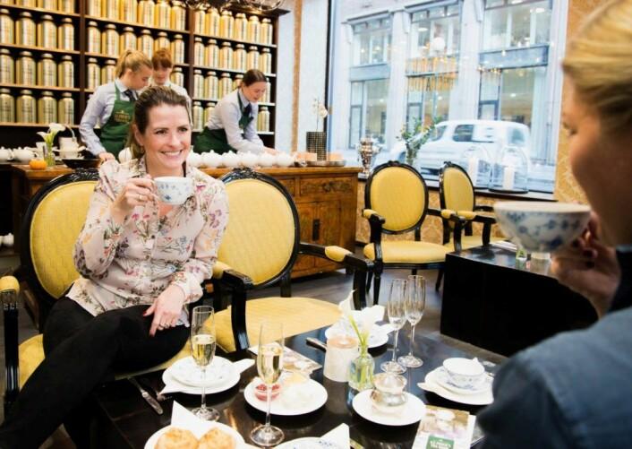I tesalongen kan du reservere bord i opptil halvannen time. Her serveres sandwicher, scones og tekaker. Foto: A.C Perch´s