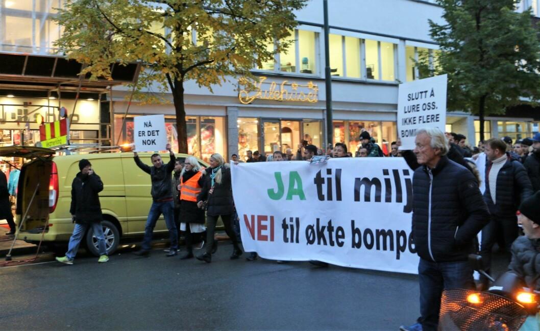 Fra demonstrasjon mot økte bompenger i høst. Foto: KNA - Kongelig Norsk Automobilklub