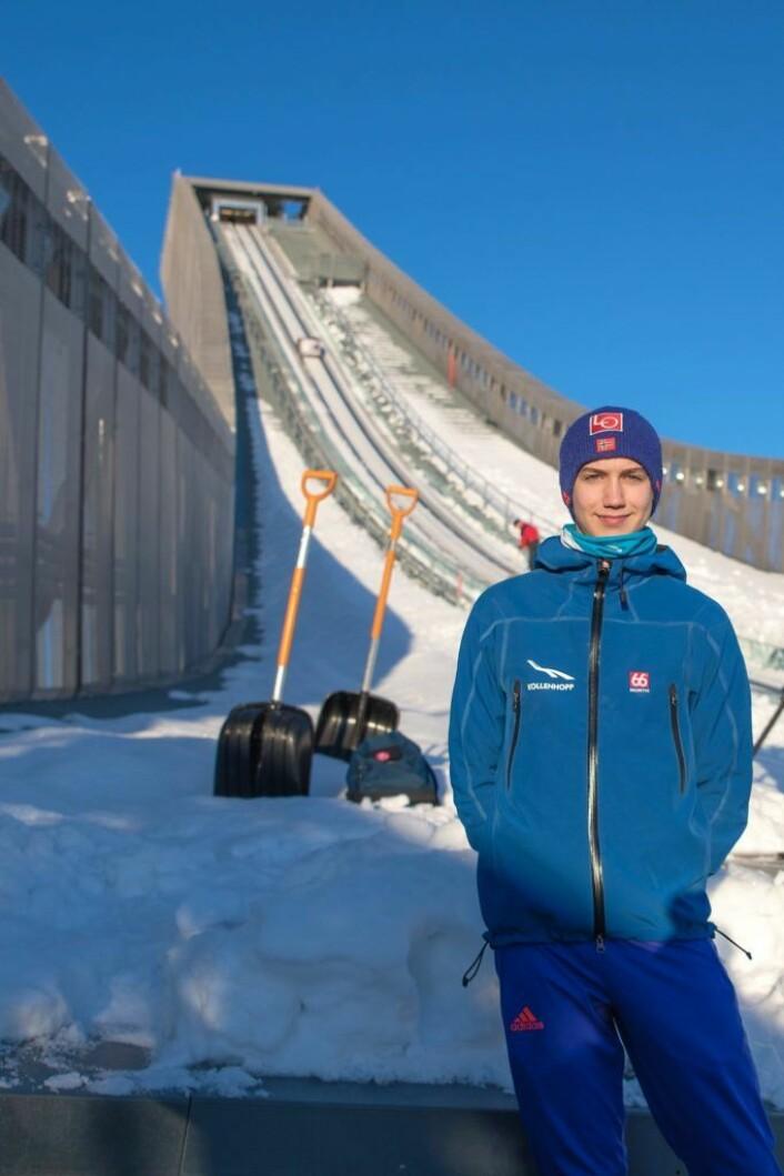 Benjamin Østvold gleder seg til han blir 18 år. Da kan han få lov til å hoppe skiflyvning. Foto: Anna Carlsson
