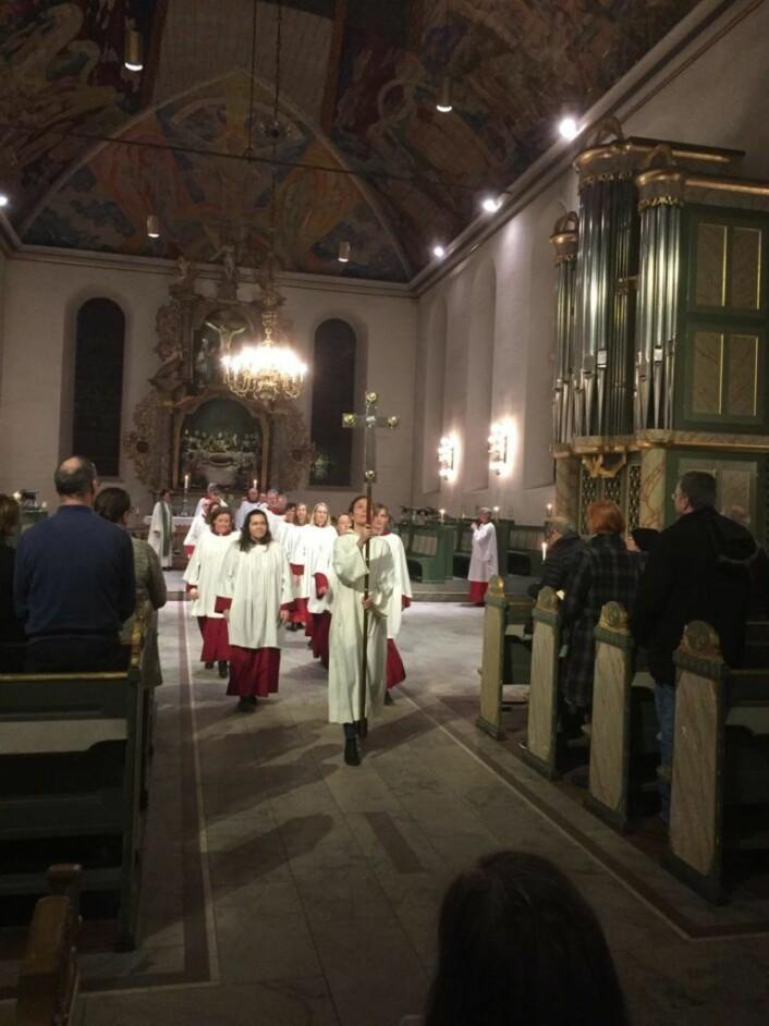 Domkoret i prosesjon på vei ut av kirken etter Gudstjenesten. Foto: Kjersti Opstad