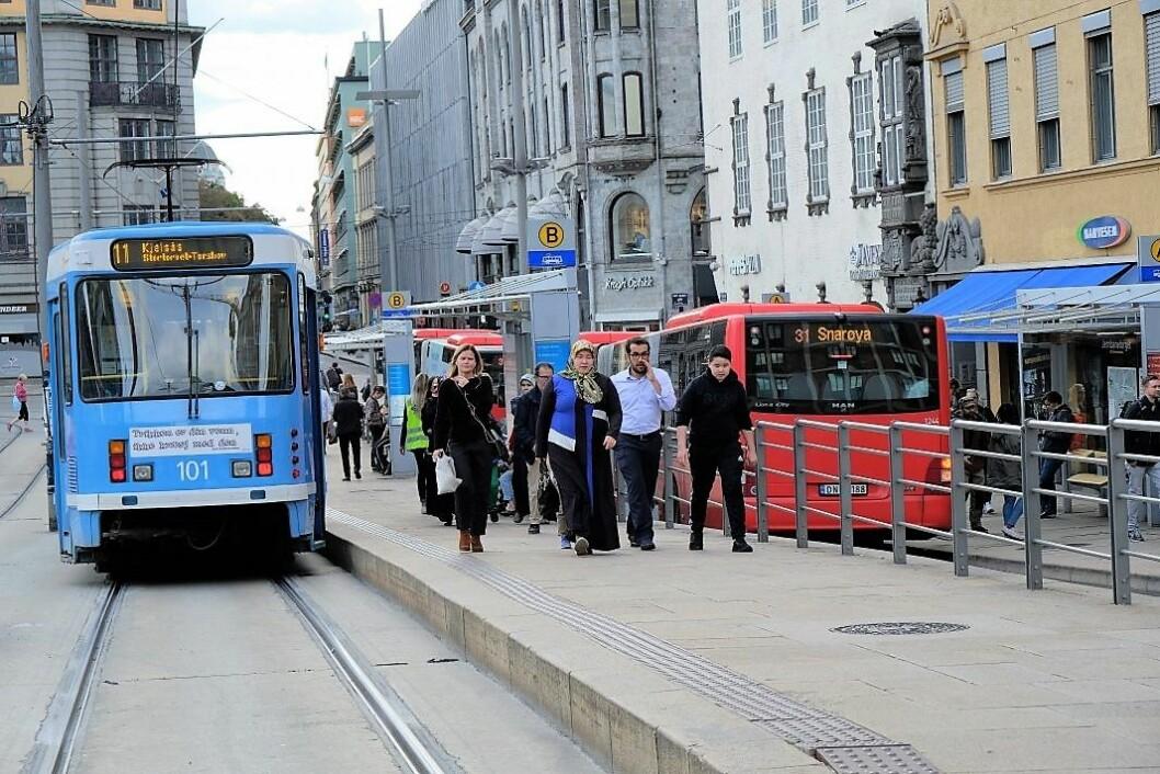 – Dagens prisstigning i kollektivtrafikken er et skritt i feil retning, som vi gjerne skulle vært foruten, sier skribentene.