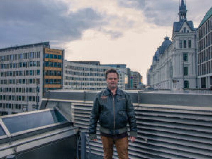 Kjell på toppen av Nationaltheatret T-bane. Der kom det varm luft fra undergrunnen. Foto: Kyrre Songstad Seim
