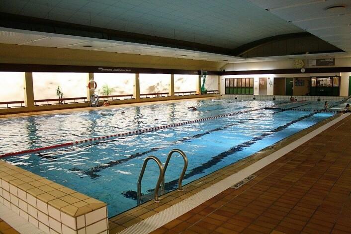 På Holmlia bad var det 28 grader og romslig i bassenget. Foto: Bymiljøetaten / Flickr