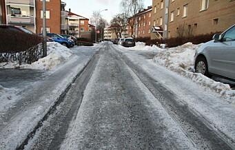 Manglende brøyting har gjort snø til is på Ensjø: – Det er nesten umulig å svinge flere steder