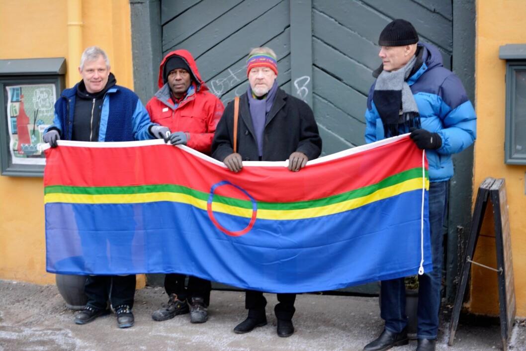Fra venstre: Vaktmester Helge Valleseter, vaktmester Kanna Bala, Alta-aksjonist Kato Johansen og bydelspolitiker Olaf Svorstøl (R). Foto: Morten Lauveng