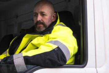 Yrkessjåfør Vidar Ottosen synes det er vanskelig å kjøre under dagens forhold. Foto: Morten Lauveng Jørgensen