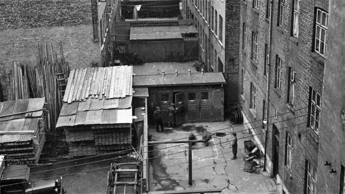 Bakgård innenfor bakgård. Ca. 1920–1929. Foto: Nanna Broch