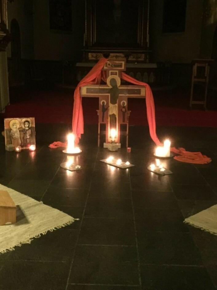 I Taizebønn synes det meste å være orientert mot klosteret i Taize. Slik også med ikonet de bruker i kirken under bønnen. Ikonet er en kopi av et ikon man finner i klosteret i Taize. Foto: Kjersti Opstad