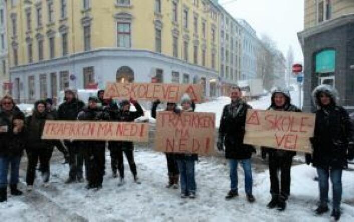 Protesten i Løkkeveien klokken åtte i dag tidlig. Foto: Christian Boger