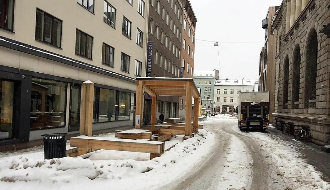 Bymøblene står tomme og ubrukt i Øvre Slottsgate. Foto: Øystein Aurlien