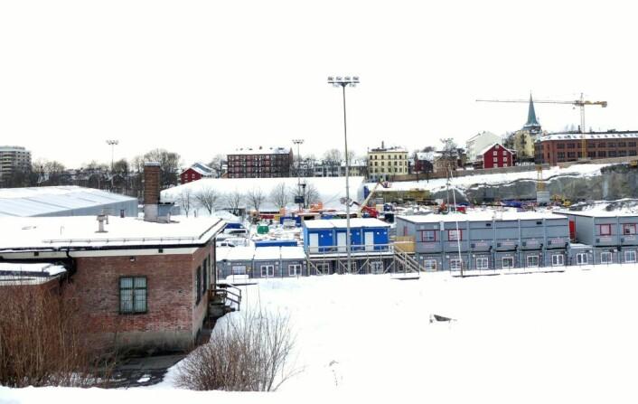 Gamle gode Jordal idrettsarena blir for tiden brukt som parkeringsplass og brakkerigg. Foto: Truls Baraldsnes