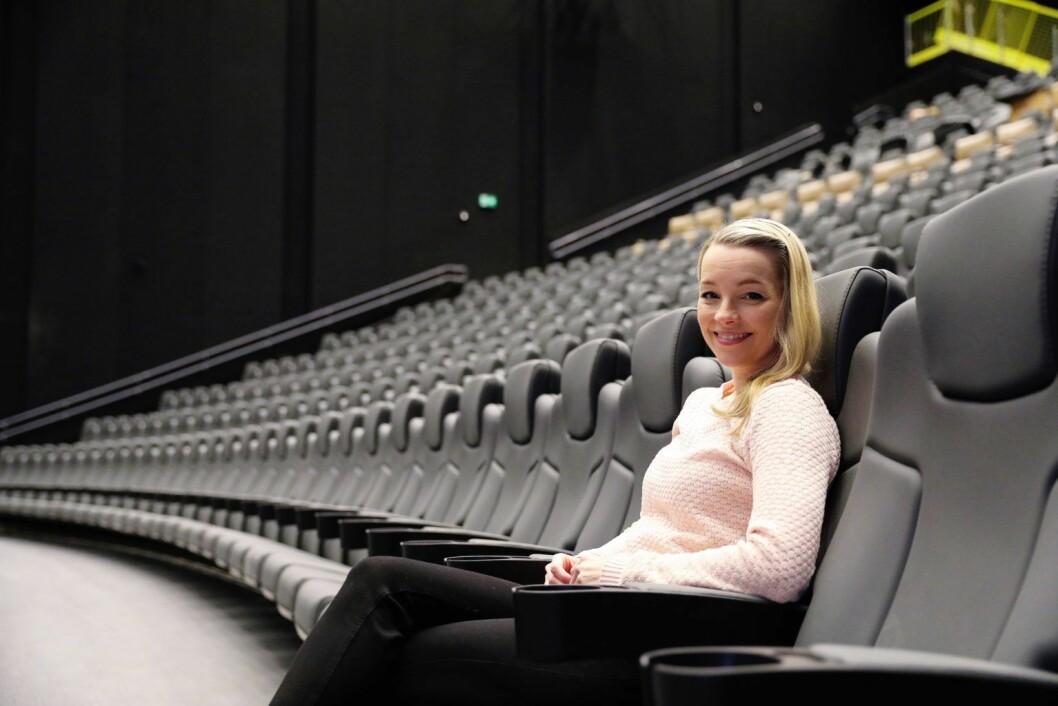 Senterleder Linda Stenersen i IMAX-salen på Storo. Foto: Odeon Kino