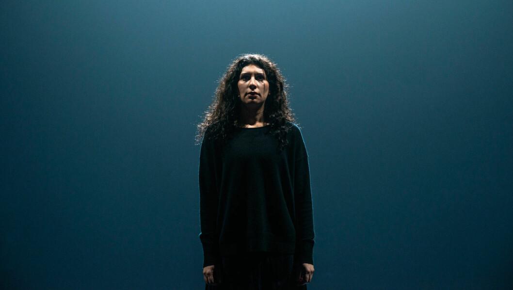 Sara Khorami i rollen som Antigone. Foto: Erika Hebbert / Det Norske Teatret