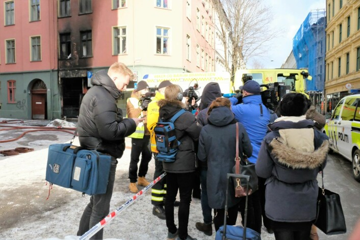 Det var stor interesse for brannvesenets pressekonferanse etter brannen i Urtegata. Foto: Christian Boger