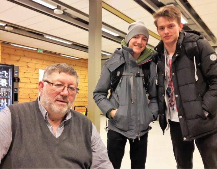 Veteran Steinar Simonsen sammen med juniorspillerne Kasper Fürstenberg og Werner Korf. Foto: Anders Høilund