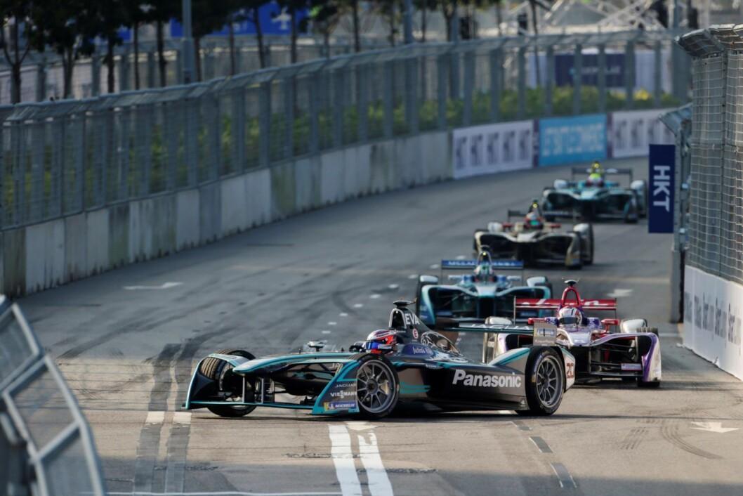 Racerbiler i fra formel E Championship i Hong Kong. Foto: Andrew Ferraro / LAT / Formula E