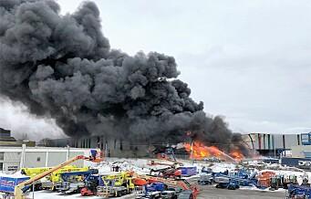Norsk gjenvinning på Haraldrud brenner: – Dette er en kraftig pågående brann med voldsom røykutvikling