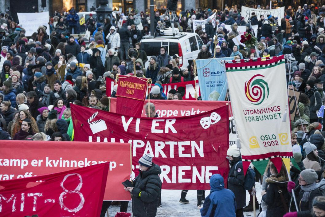Mange mennesker, mangfold og paroler preget 8. mars i Oslo. Foto: Morten Lauveng Jørgensen