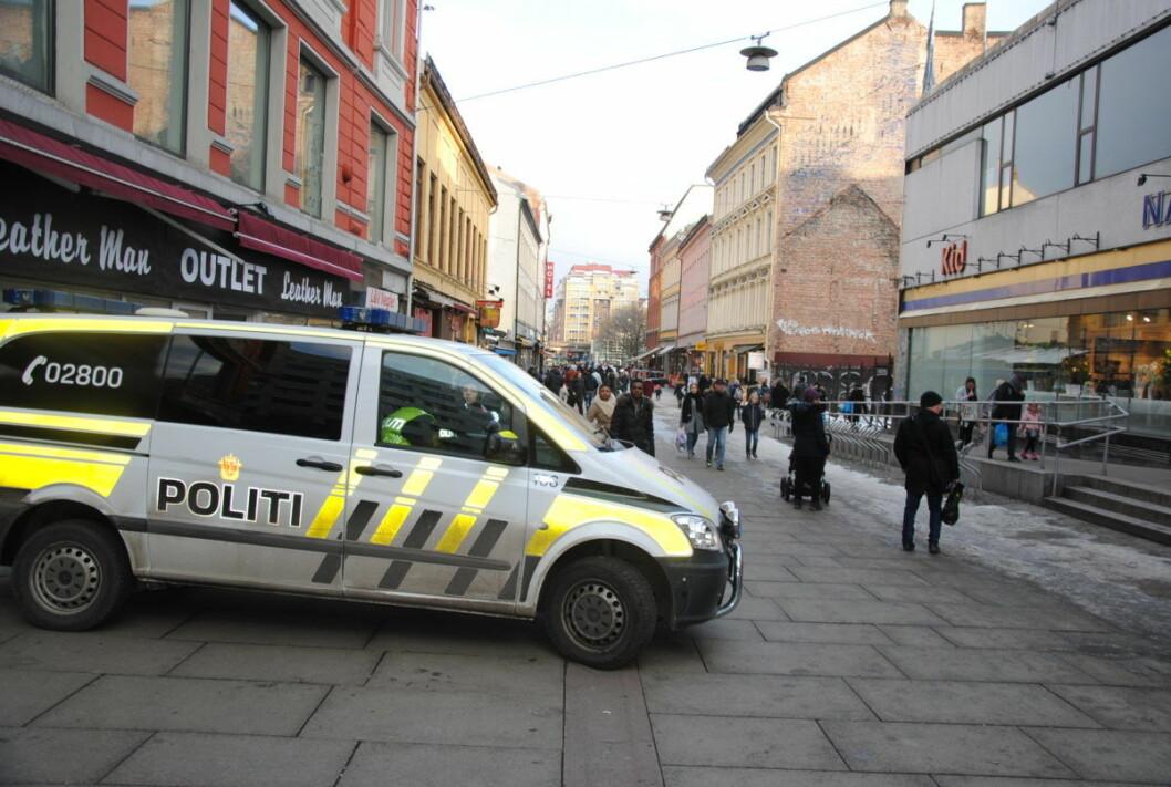 � Det hjelper lite med synlig politi. Narkosalget foregår åpenlyst likevel, forteller næringsdrivende i Brugata. Foto: Arnsten Linstad