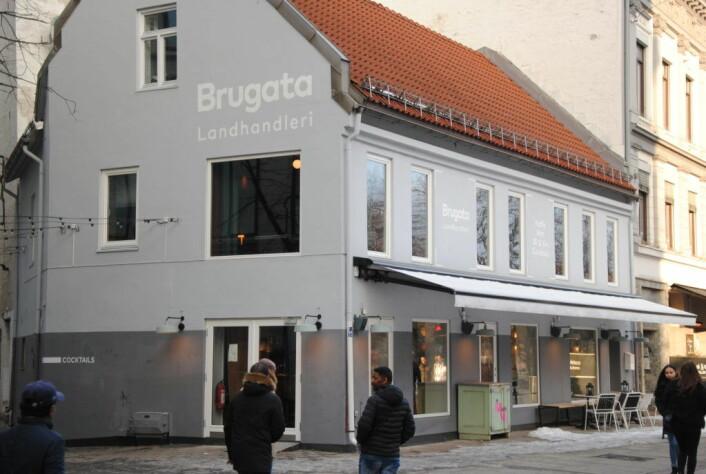 Brugata landhandleri ligger vis-a-vis Lilletorget og het tidligere Røde Mølle. Foto: Arnsten Linstad