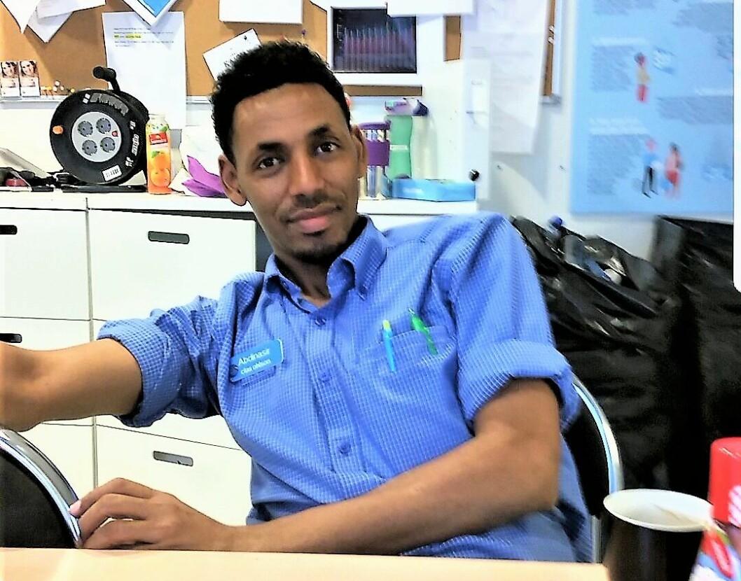 Avdelingsleder for fritid, Abdinasir hos Clas Ohlson i forrige uke. Det tok hardt arbeid kombinert med drahjelp fra bydel Gamle Oslo å komme seg hit. Foto: Abdinasir