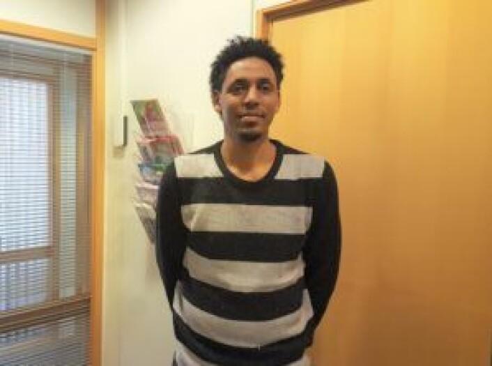 Abdinasir på kontorene til bydel Gamle Oslo og SeFI i forrige uke. Foto: Tarjei Kidd Olsen
