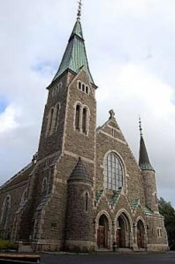 Staselige Fagerborg kirke ligger på en høyde. Foto: Wikiepedia