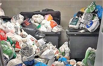 Søpla flyter i Ringnes park i Sagene. Ingen forklaring fra renovasjonsetaten