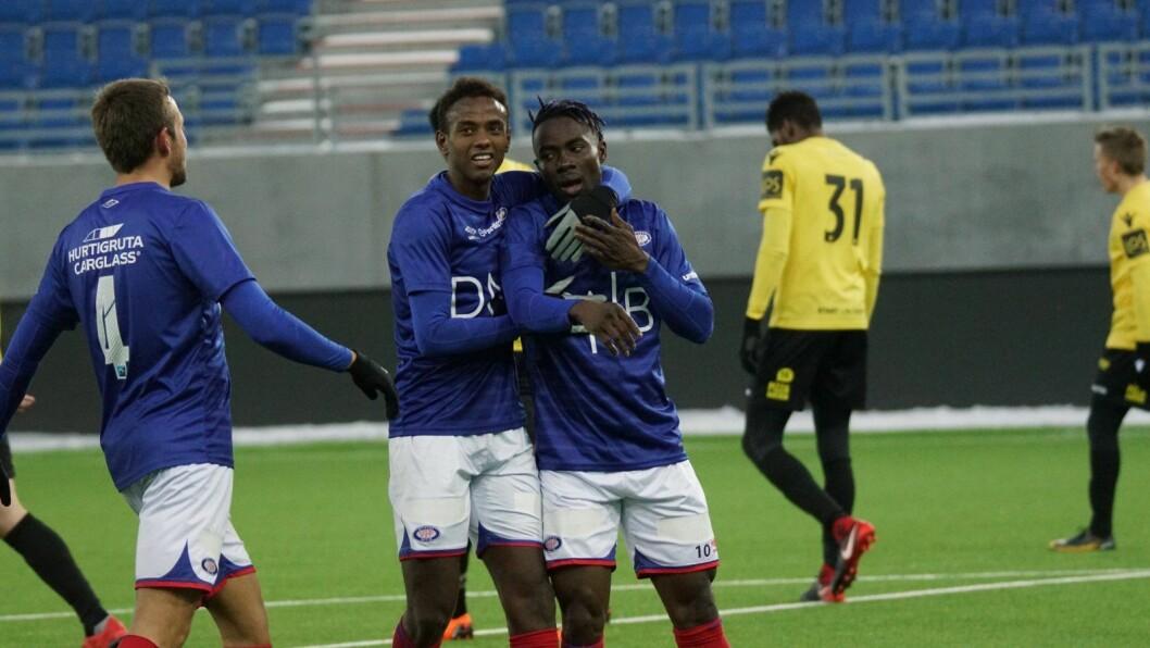 24-åringen Sam Johnson (t.h) fra Liberia skal bli Vålerengas nye måltyv. Så langt har han scoret to mål på to kamper. Foto: Vålerenga Fotball