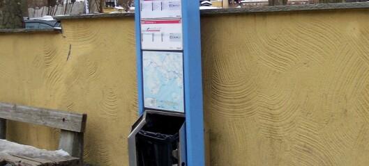På Bygdøys bussholdeplasser er nesten alle søppelkassene skadet eller ødelagte. Se bildene
