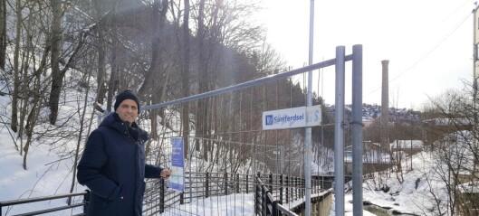 Turvei langs Alna stengt siden november 2016. Tre uker etter at byråden mottok klage skjer det endelig noe