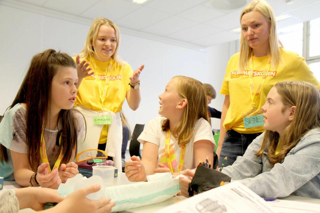Oslos sommerskole er mer populær enn noen gang. Snart får elever og foresatte beskjed om hvem som har vunnet loddtrekningen om å få være med. Foto: Sommerskolen