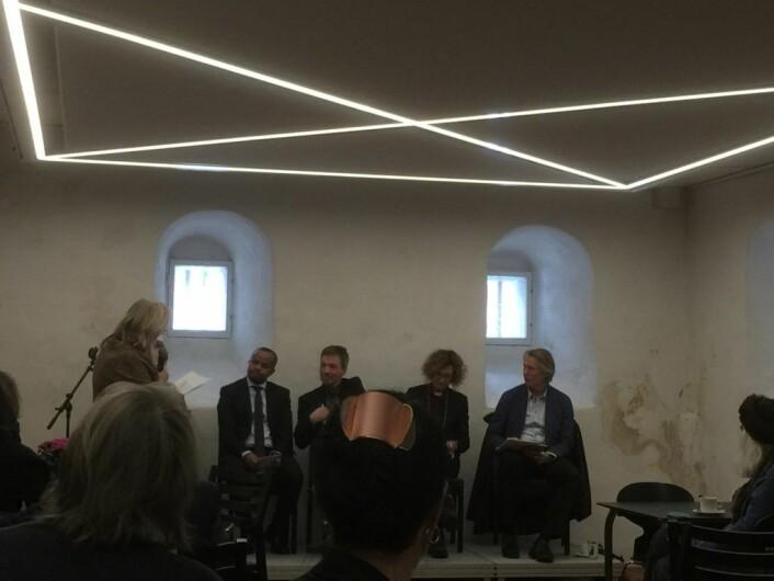 Fra venstre: Lemma Desta, Sturla Stålsett, Kari Veiteberg og Jørgen Lorentzen. Også Mildrid Mikkelsen er med i panelet, men er skjult. Foto: Kjersti Opstad