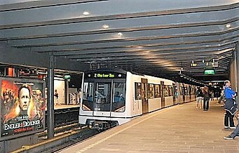 En person døde etter t-banepåkjørsel på Nationaltheatret