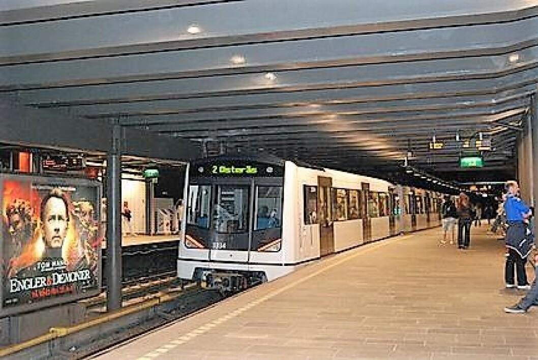 En person ble drept etter å ha blitt påkjørt av t-banen ved Nationalteatreet stasjon tirsdag formiddag. Illustrasjonsfoto: Wikimedia Commons