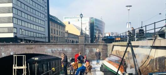 Denne helga etablerer Akerselva trebåtforening nye båtplasser på Vaterland. Med påler, slegge og godt humør