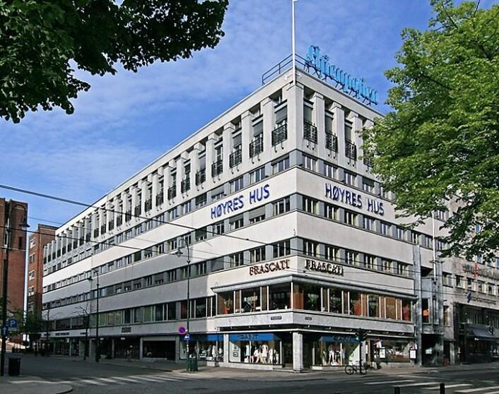 Høyres hus må betale eiendomsskatt, mener Aps finansbyråd. Men partifellene på Youngstorget slipper unna skatten. Foto: Wikimedia commons