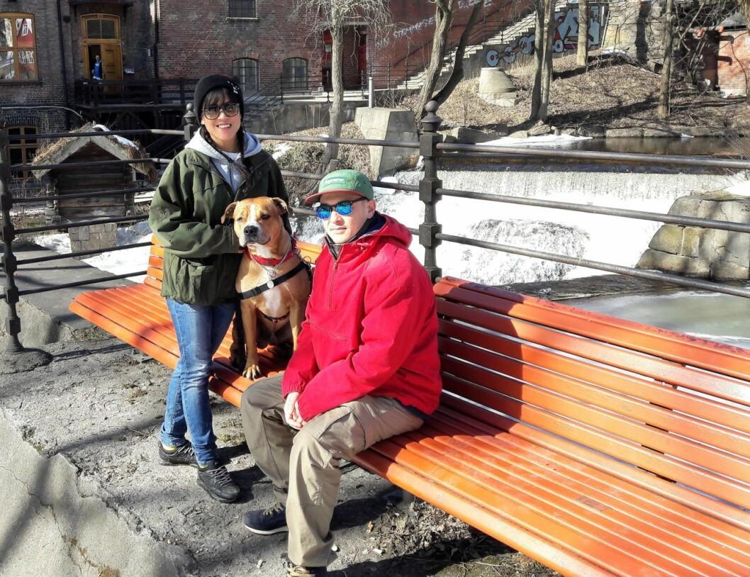 I stedet for skitur på fjellet ble det en avslappende tur langs Akerselva for Thuy Hoang, Daniele Aguilar og hunden Helene. Foto: Anders Høilund