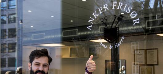 I Hausmannsgate tar en glad barberer fra Syria deg overstrømmende imot når du trenger en stuss