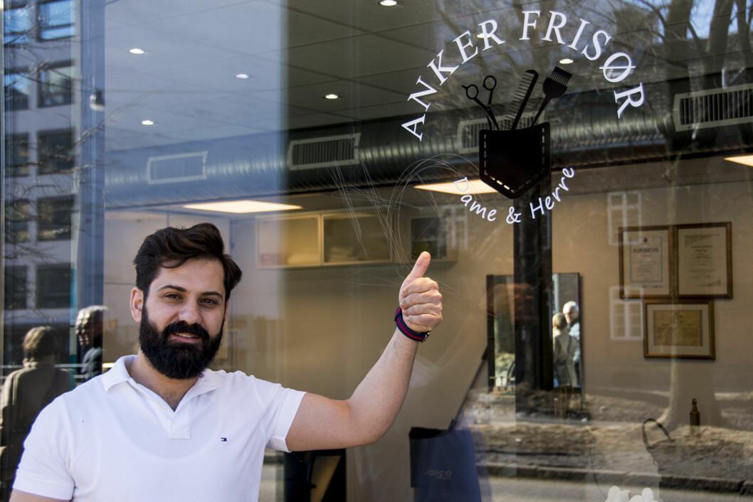 Syriske Thaer Abo Issa har etablert seg i Norge og startet opp frisørsalongen Anker frisør. Foto: Morten Lauveng Jørgensen