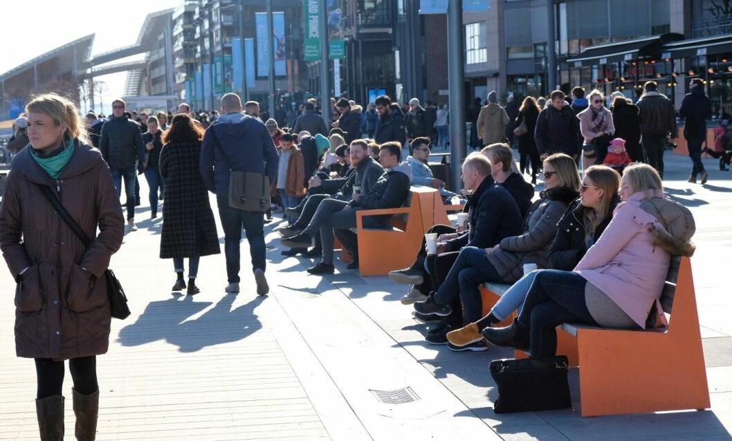 Folk stimler sammen på Aker brygge. Foto: Christian Boger